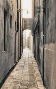 Sized alley 1