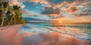 Beach in Maui, Hawaii, at sunset